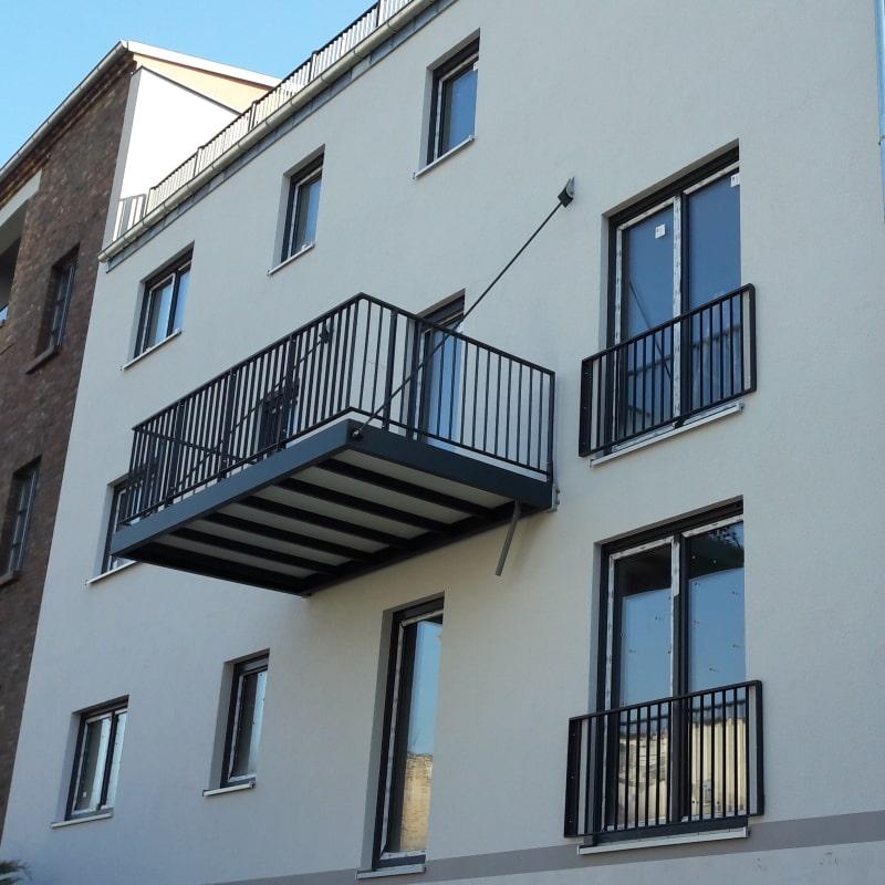 Abgehaengter Balkon