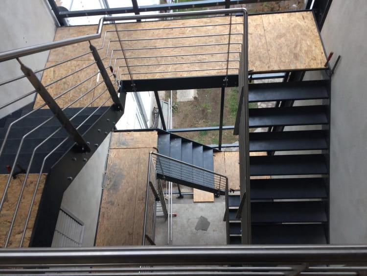 Treppenhaus mit Fassade 6