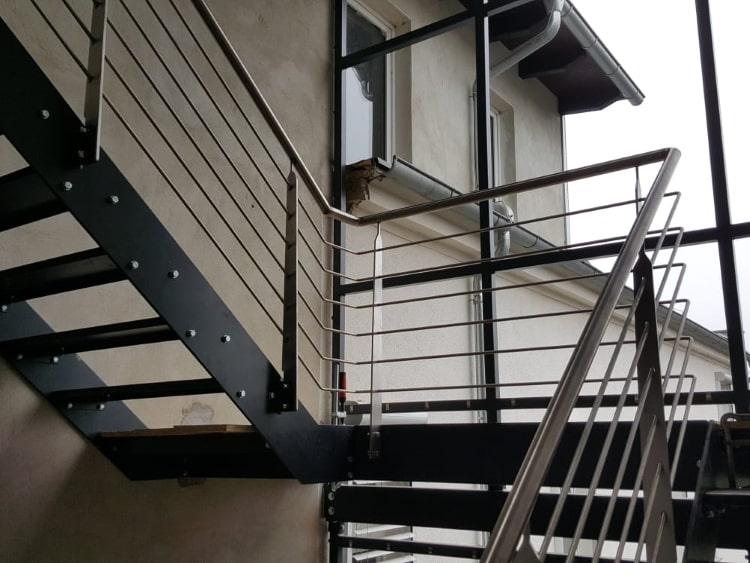 Treppenhaus mit Fassade 7